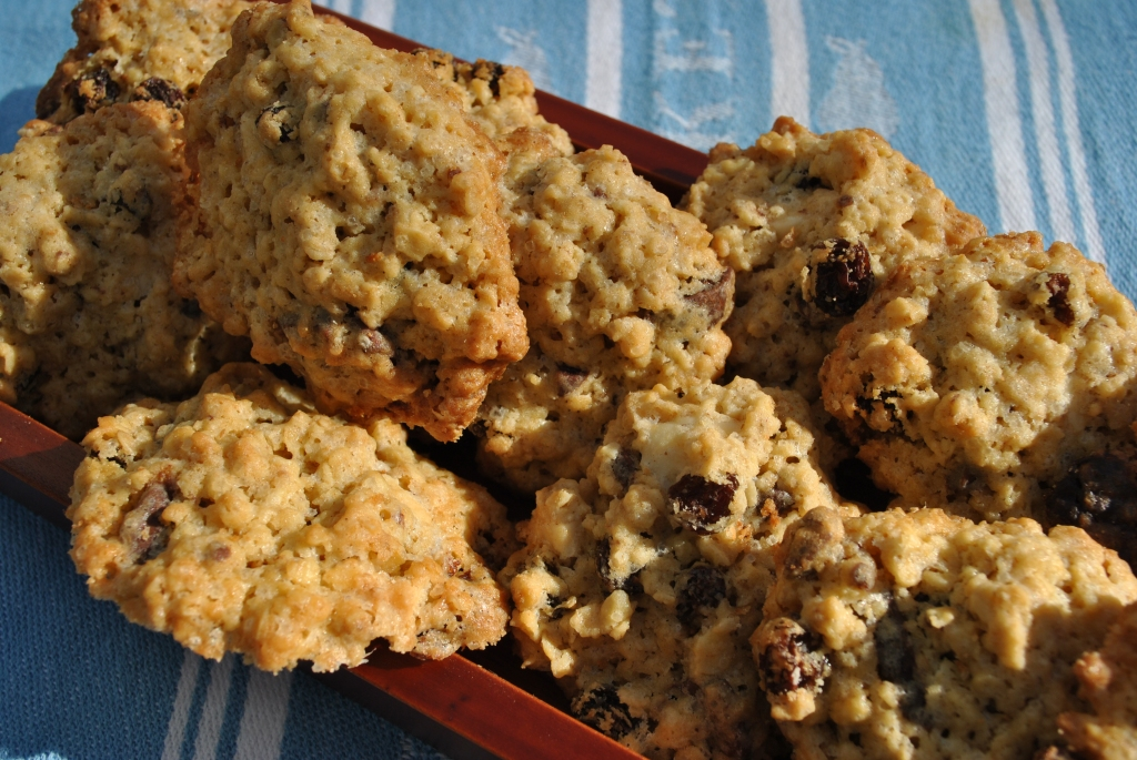 Oat, Raisin and Chocolate Chip Cookies